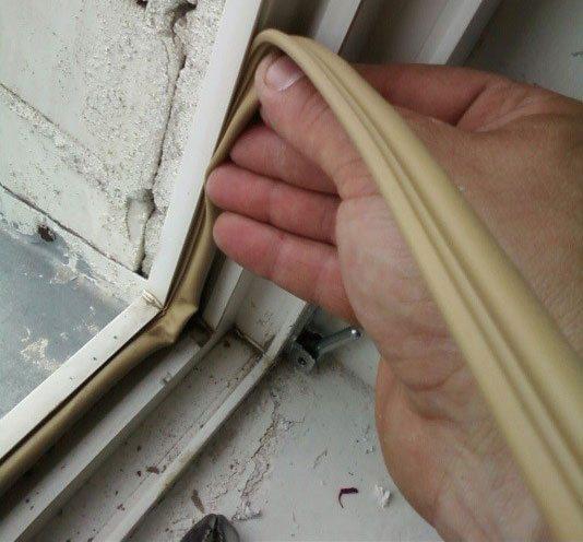 Монтаж уплотнителя на пластиковых окнах