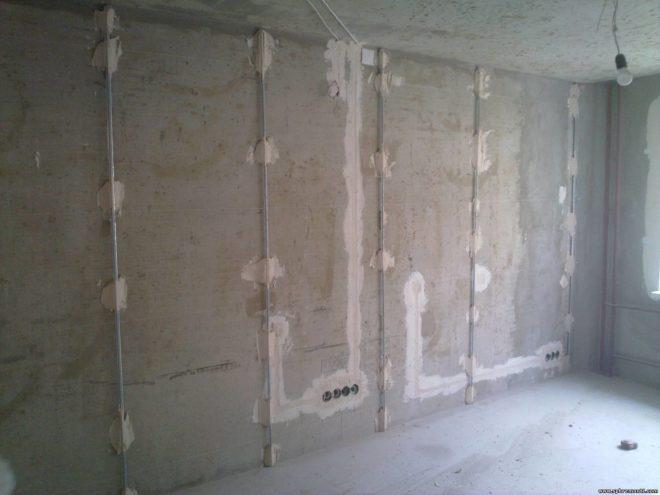 Как выполнить штукатурку стен по маякам