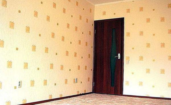 пример недорогих обоев на стене