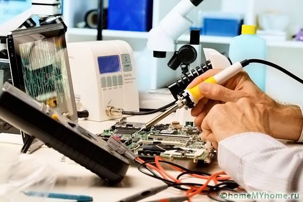 Проводить ремонт аппарата рекомендуется в сервисных центрах