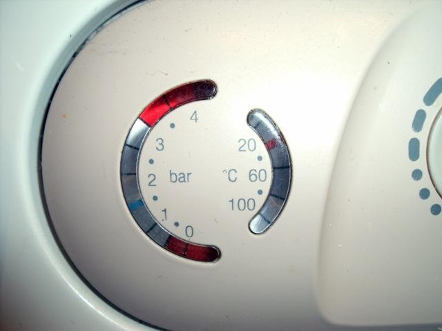 Фото: почему падает давление в газовом котле
