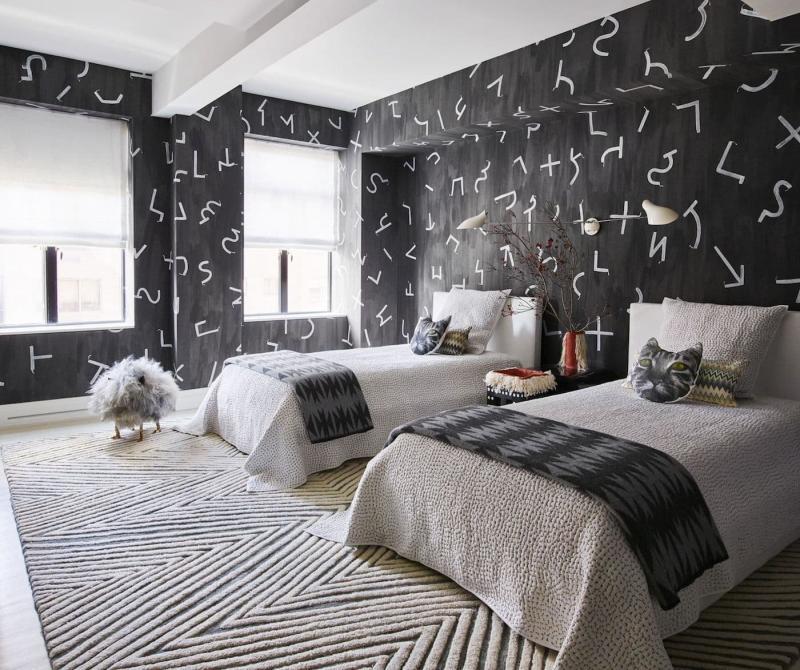 Черные обои в интерьере спальни 4