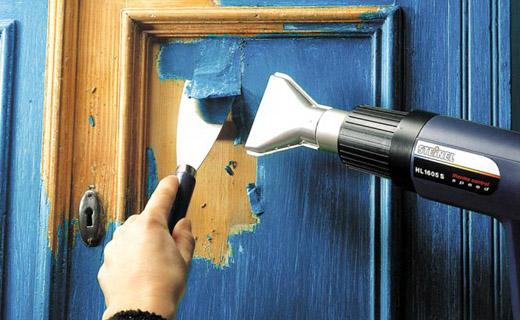 Для начала необходимо полностью удалить старую краску.