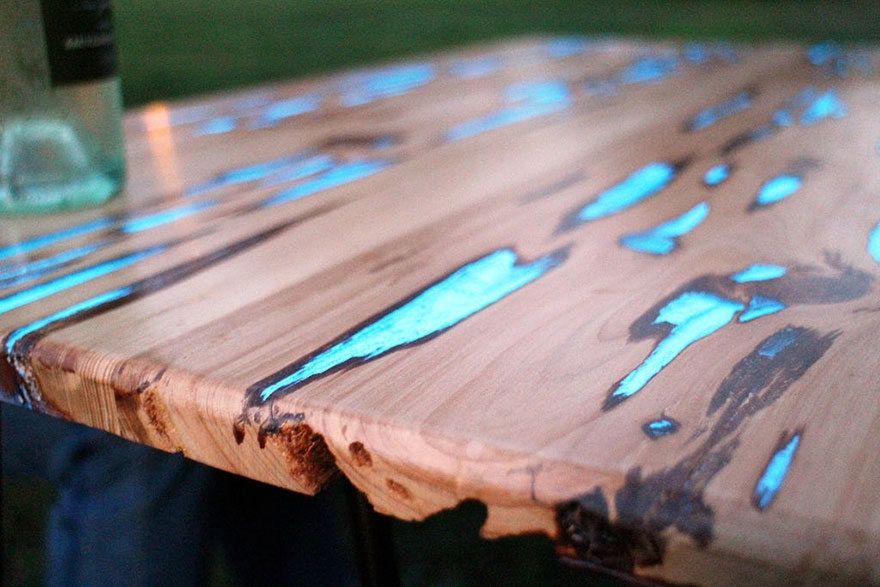Как сделать светящейся стол из дерева и эпоксидной смолы