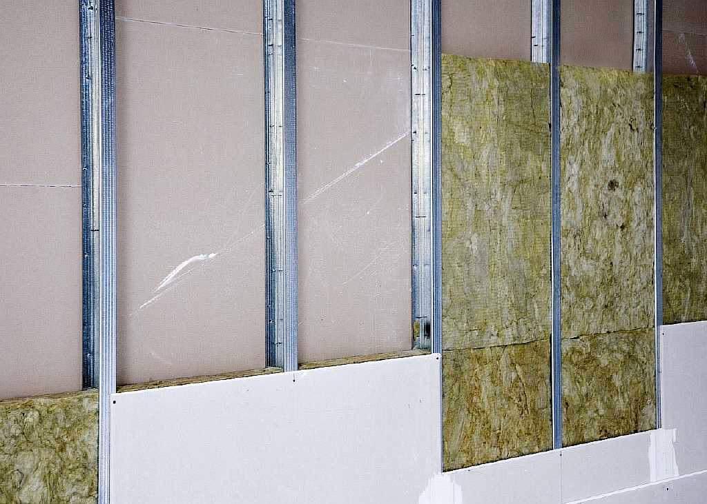 Обшивка стен гипсокартоном с использованием металлокаркаса