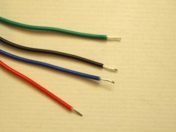 Различный цвет изоляции проводов