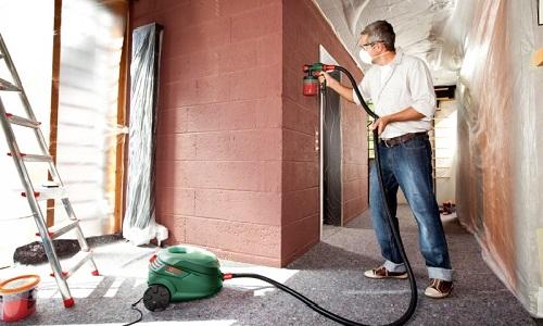 Использование краскопульта для окрашивания стен