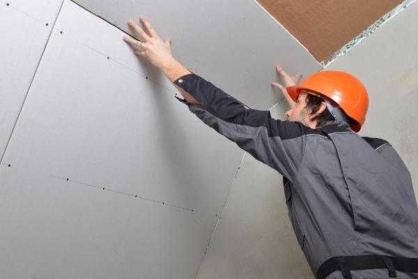 Гипсокартон является достаточно популярным материалом, который часто используется для отделки стен и потолков