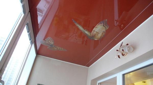 фото: натяжные потолки на балконе