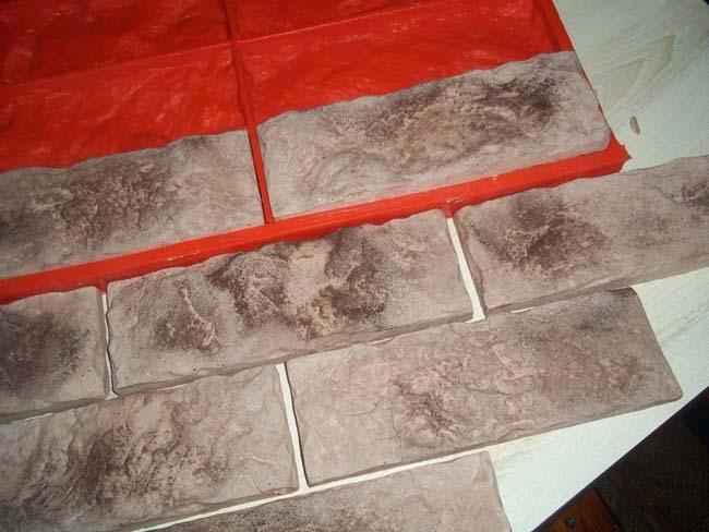 подготовленные формы для производства гипсовой плитки