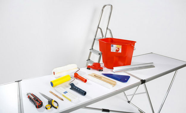 инструмент для поклейки обоев на потолок