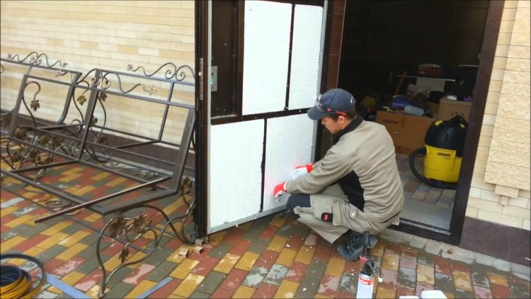 Отвечаем на вопрос: как утеплить входную металлическую дверь своими руками?