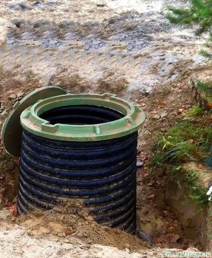 Из пластиковой трубы большого диаметра можно сделать дренажный колодец