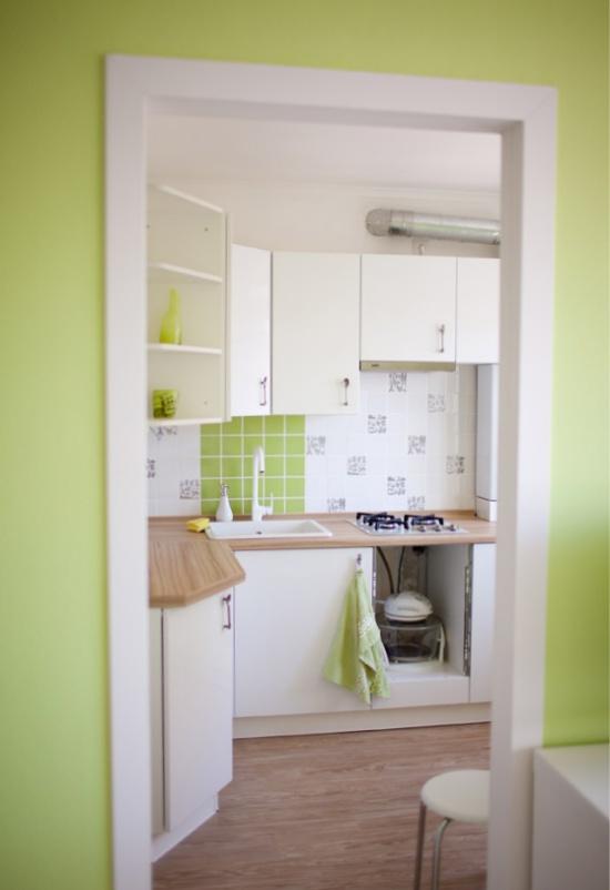 Белая кухня площадью 6 кв. м