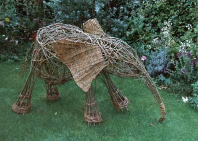Такой слоненок отлично впишется в любой загородный участок