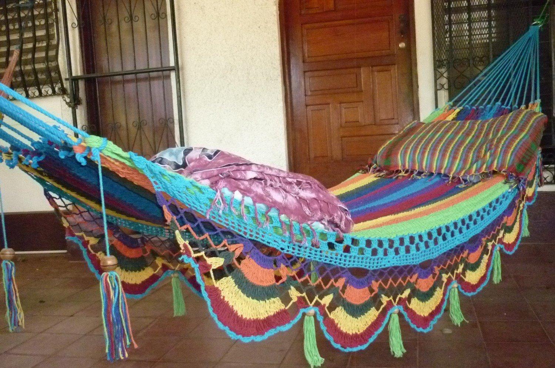 Яркие украшающие элементы гамака