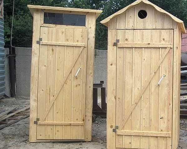 Форма и размеры туалетной кабинки - далеко не все отличия, которые может иметь туалет