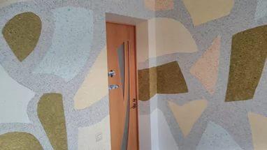 Нанесение обоев на потолок