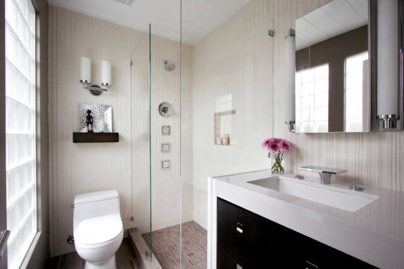 beautiful-small-bathroom-design-layout-white-seat-cover-toilet-stainless-faucet-bath-sink-rectangle-bathroom-mirror-glass-door-shower-room-white-twin-lights-scott-shuptrine-furniture-bathroom-22-imag