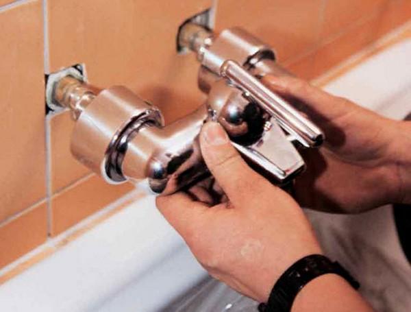 Заменить смеситель в ванной комнате