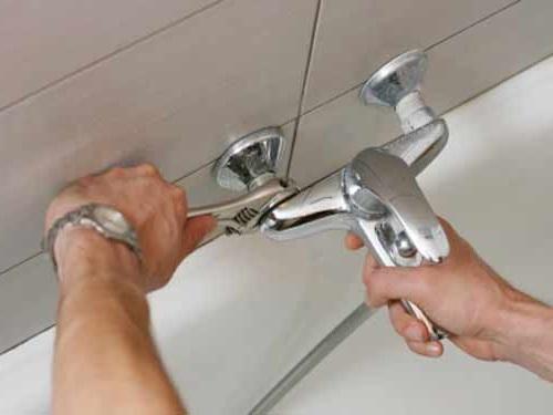 Как поменять смеситель в ванной комнате своими руками