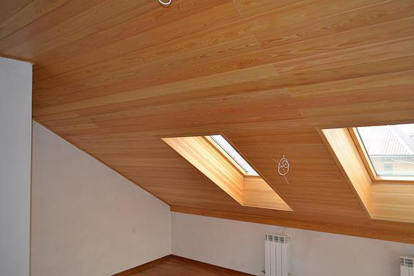 Деревянные материалы для потолка в доме