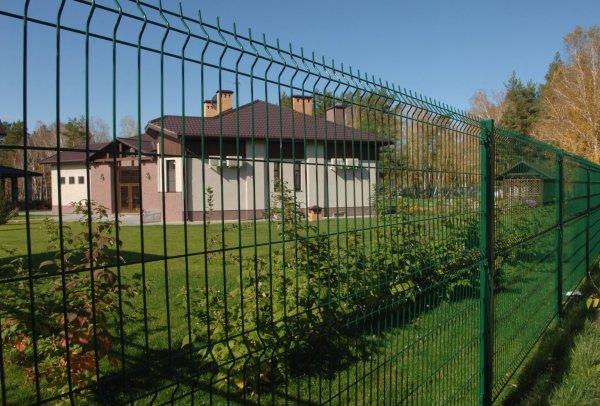 Из чего сделать недорогой забор для дачи?