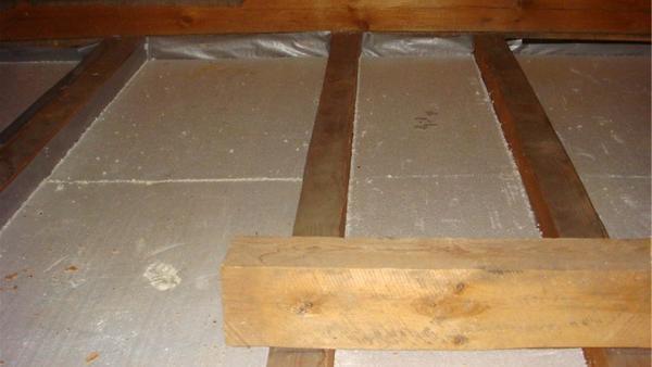 Утепление деревянных потолков снаружи своими руками