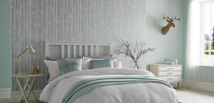 Серо-голубые обои для спальни