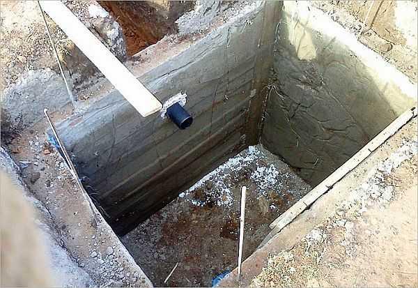Выгребная яма дачного туалета не должна пропускать воду