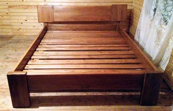 Нанесение морилки и лака на деревянный каркас