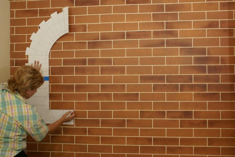 Раскрашиваем стену и приступаем к работе над декоративным окнами