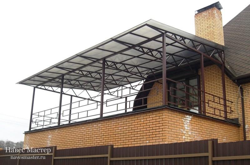 Такой навес для балкона можно изготовить всего за несколько недель