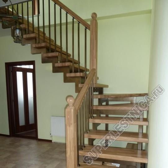 В комплекте со ступенями и подступенями вы можете приобрести и столбы для лестничного ограждения. на фото столб из дуба от нашей компании, сго стоимость 2 590 р.