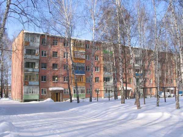 Выбор мощности котла зависит от типа здания - для обогрева  кирпичных требуется меньше тепла, чем панельных