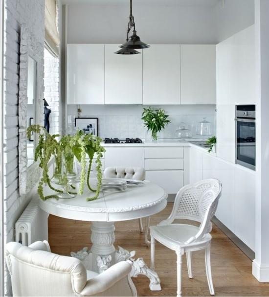 Белая маленькая кухня в хрущевке