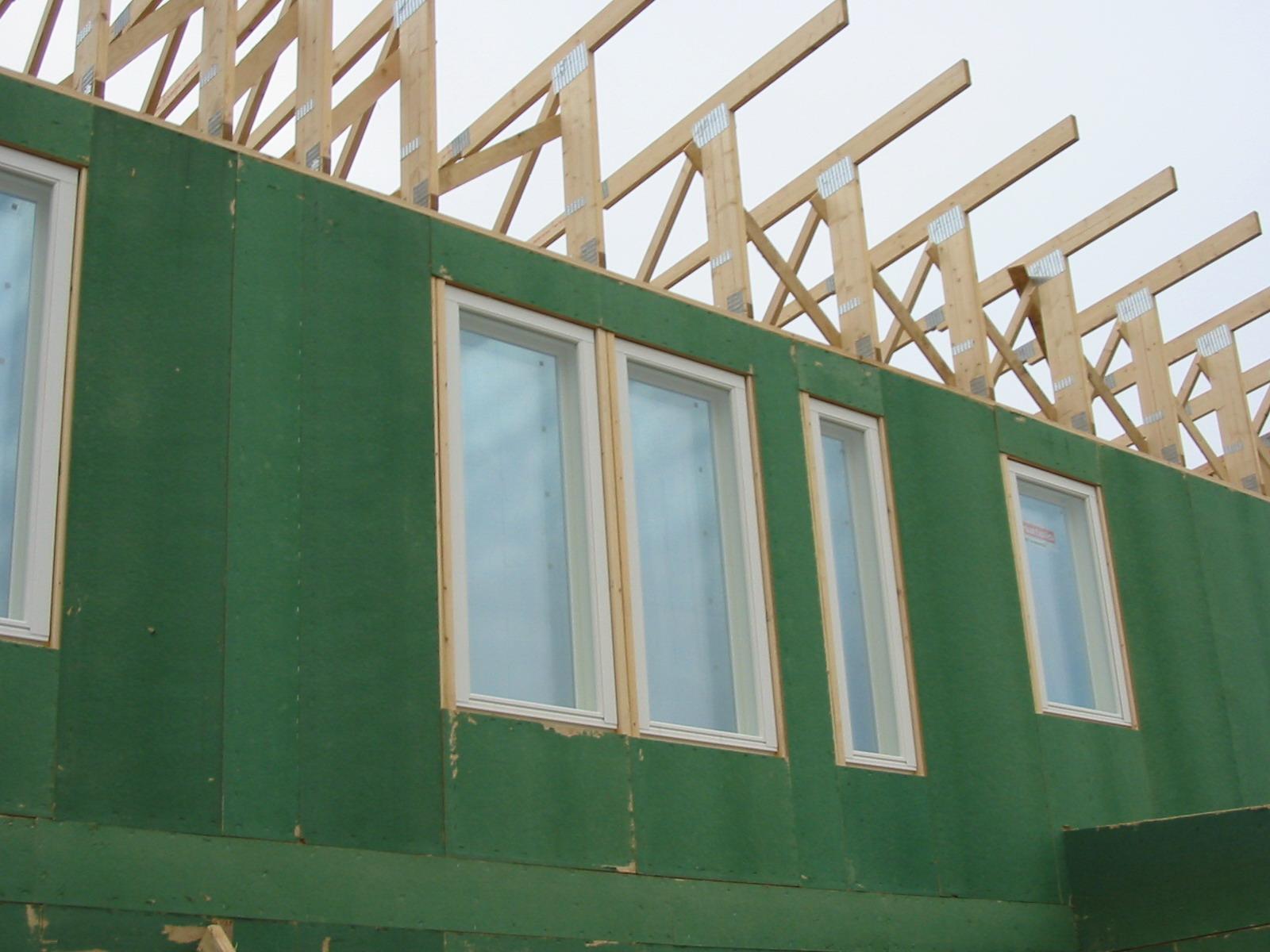 Изоплат — мягкие древесноволокнистые плиты для отделки и изоляции стен, пола, потолка — снаружи и внутри.