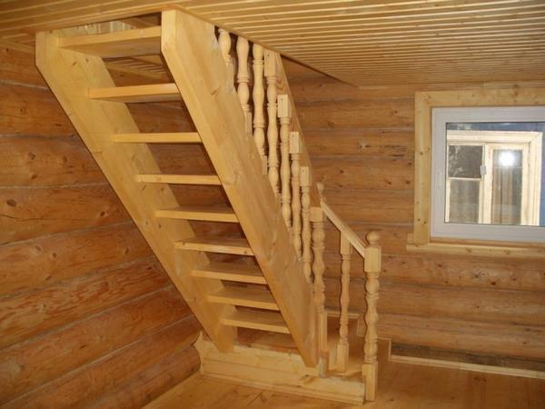 Какие варианты лестницы на мансарды можно использовать в частном доме