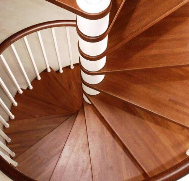 Стойка и ступени винтовой лестницы