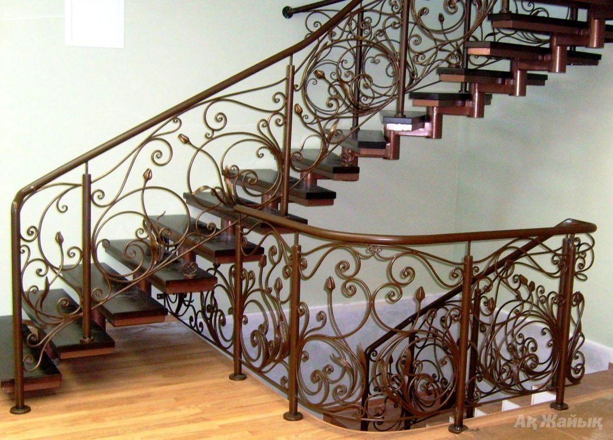 Металлические лестничные системы могут быть самыми разнообразными по форме и стилю