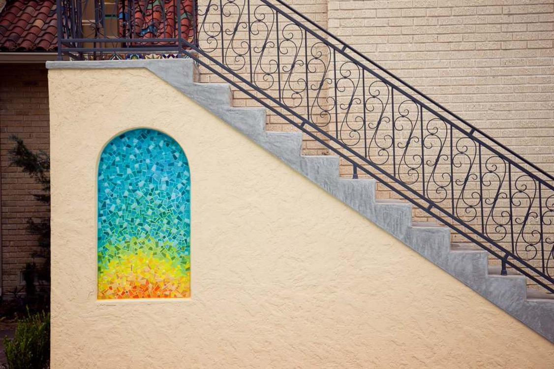 каменная лестница на мансарду