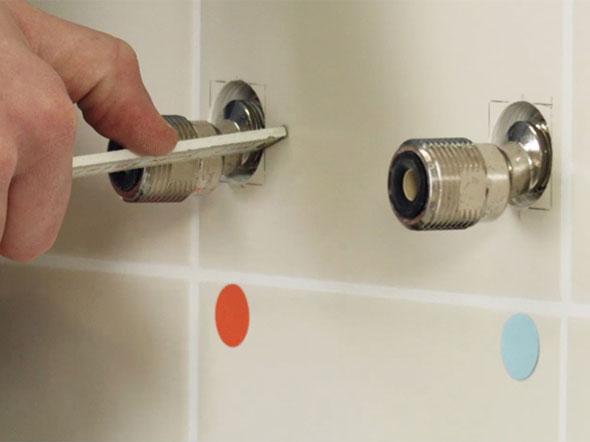 как поменять смеситель в ванной