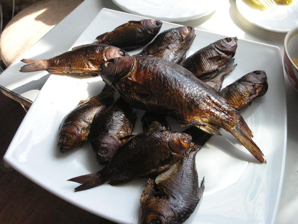 Рыба копченая в коптильне