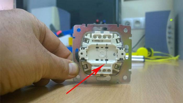 подключение проходного выключателя и диммера