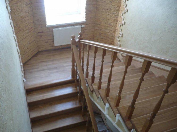 От того, как правильно вы выполните обшивку лестницы, зависит удобство передвижения по этой конструкции
