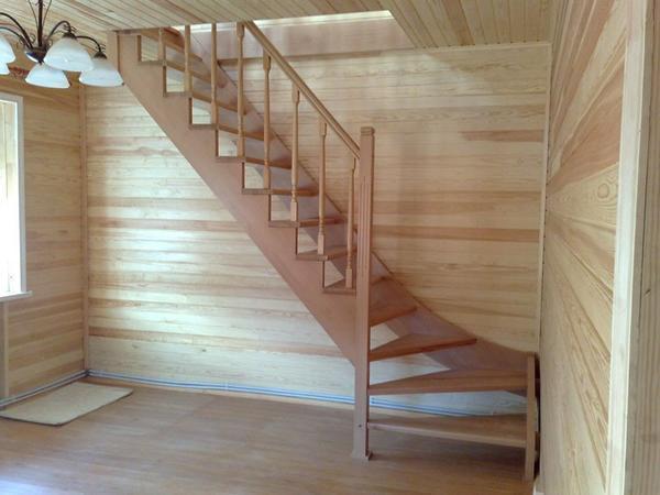 Особенности лестницы в доме с мансардой