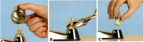 Откручиваем головку крана с помощью разводного ключа