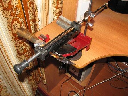 Самодельные приспособления можно сделать из подручных материалов