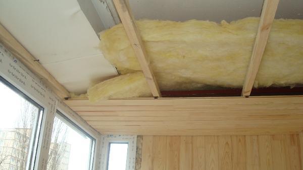 Чем лучше всего утеплить потолок в частном деревянном доме