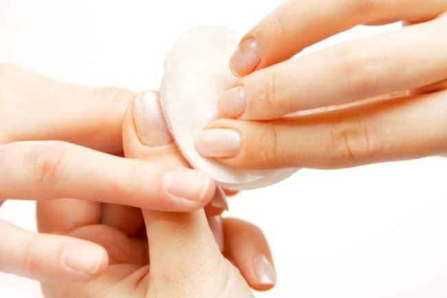 Удаление клея с ногтей